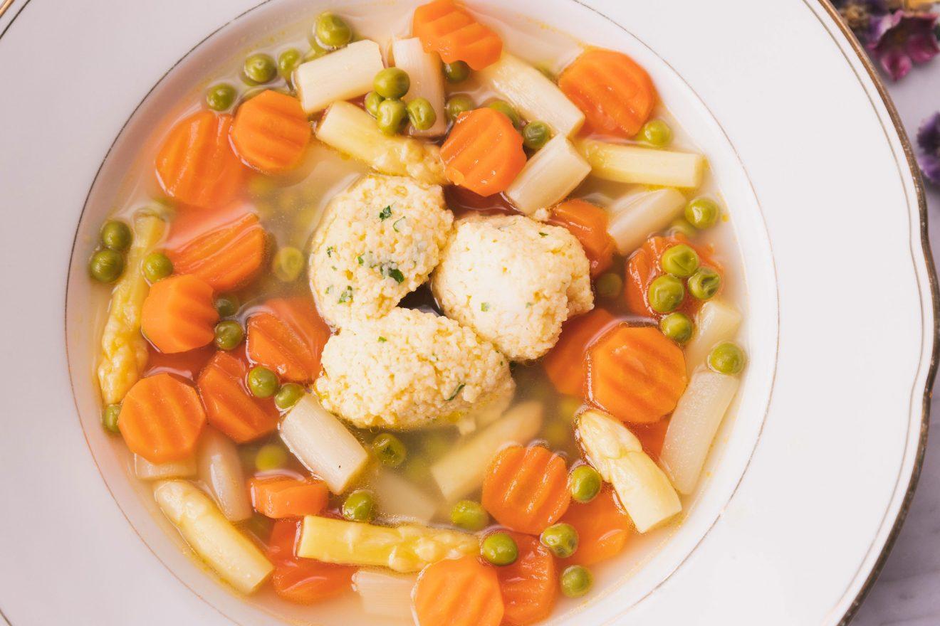 Französische Suppe mit Grießnockerln