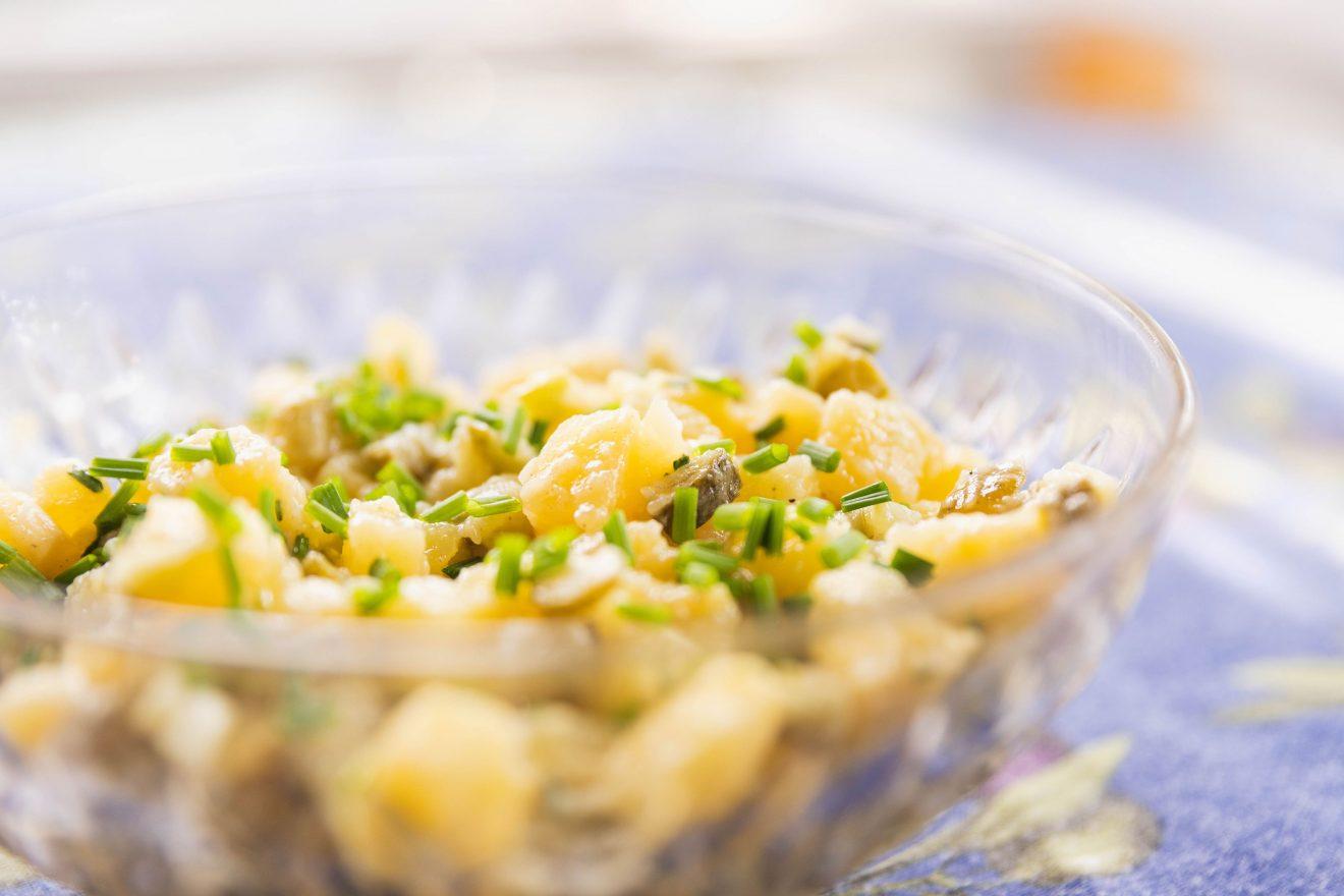 Kartoffelsalat, Erdäpfelsalat