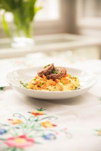 Kartoffel-Karotten-Stampf mit gebratener Leberwurst