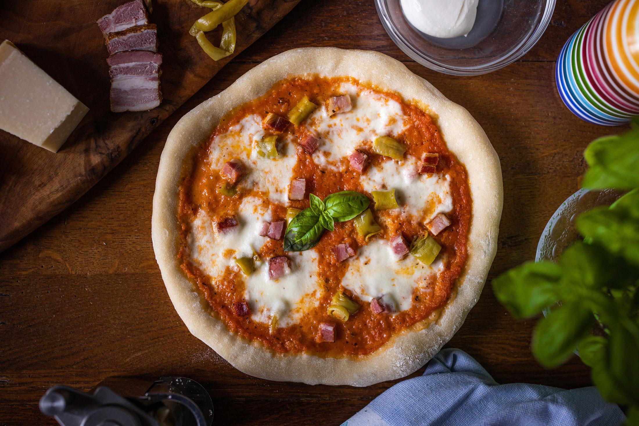 Pizza con Speck e Peperoni